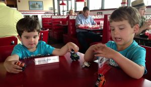 SPEARS TWINS AT FREDDY'S